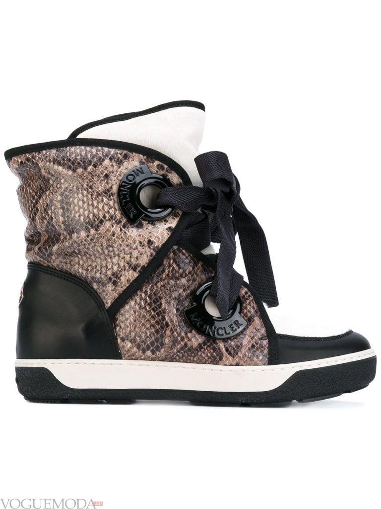 ботинки со змеиным принтом с декором