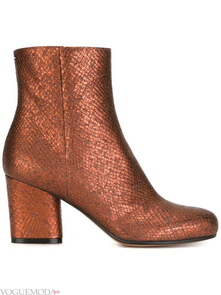 ботинки со змеиным принтом золотые