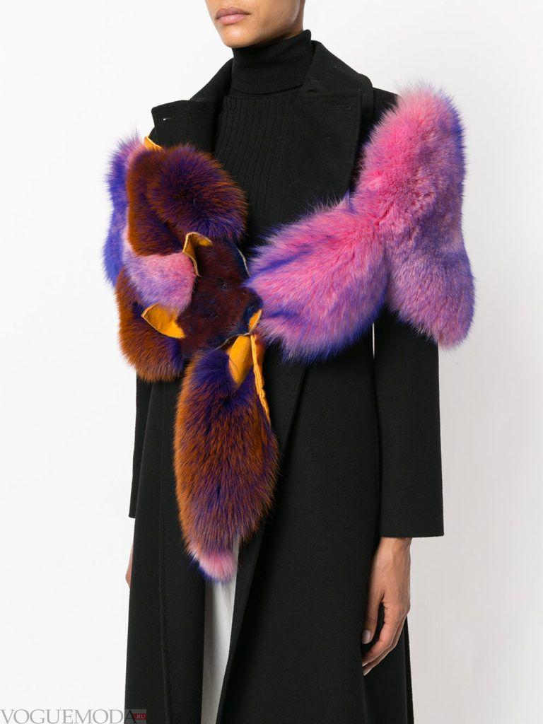 меховой шарф яркий