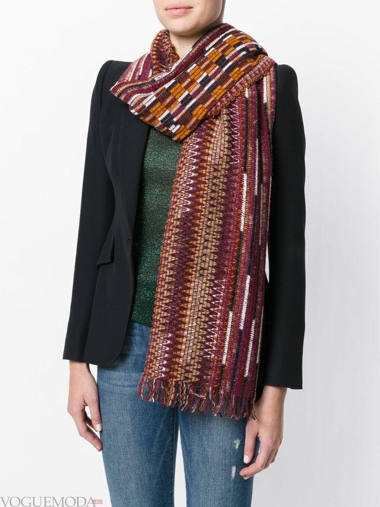 модный шарф в полоску