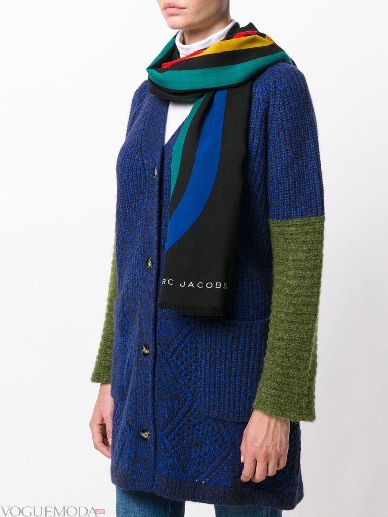 модный шарф с геометрическим узором