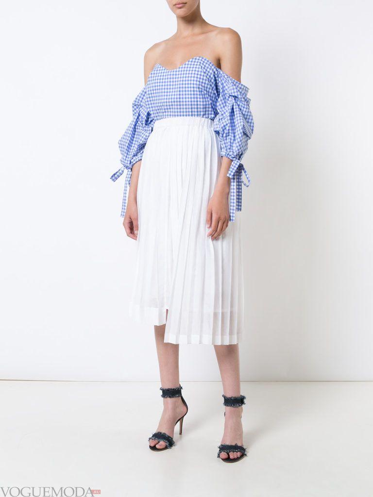 модная блуза голубого цвета