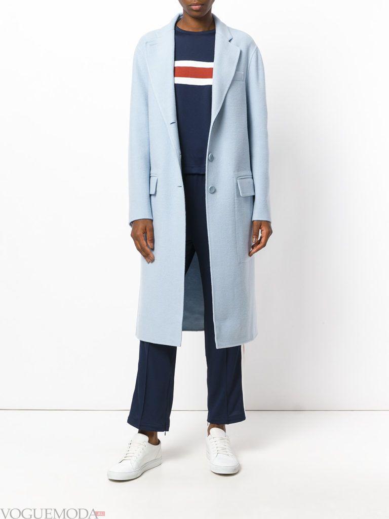 модное пальто голубого цвета