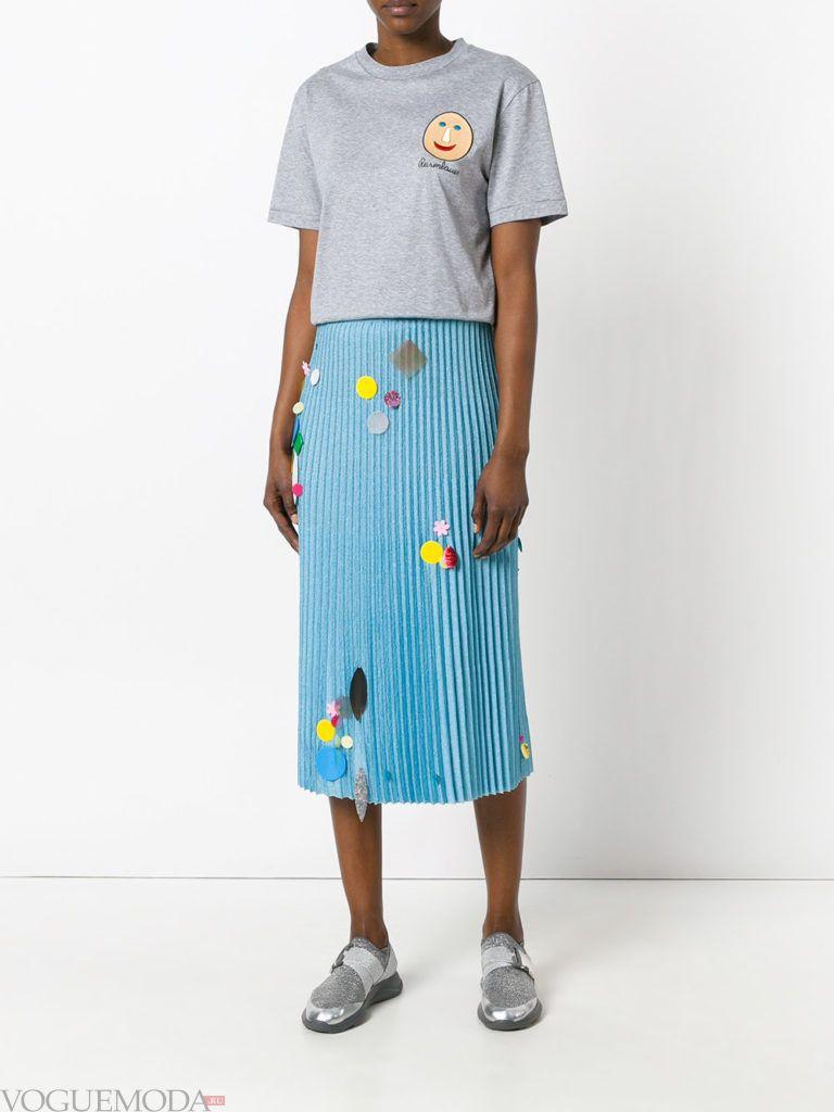 модная юбка голубого цвета