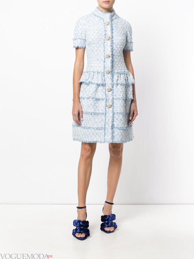 модное платье многослойное голубого цвета