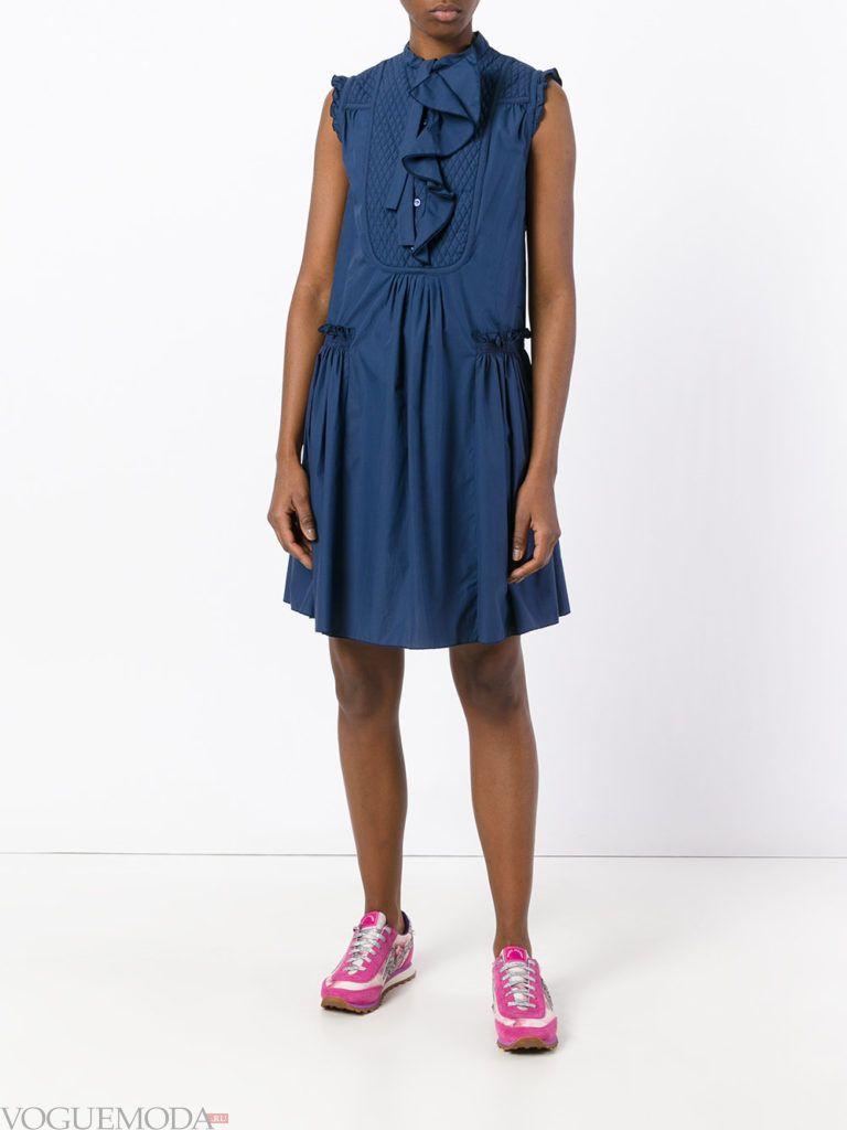 модное платье с рюшей синего цвета