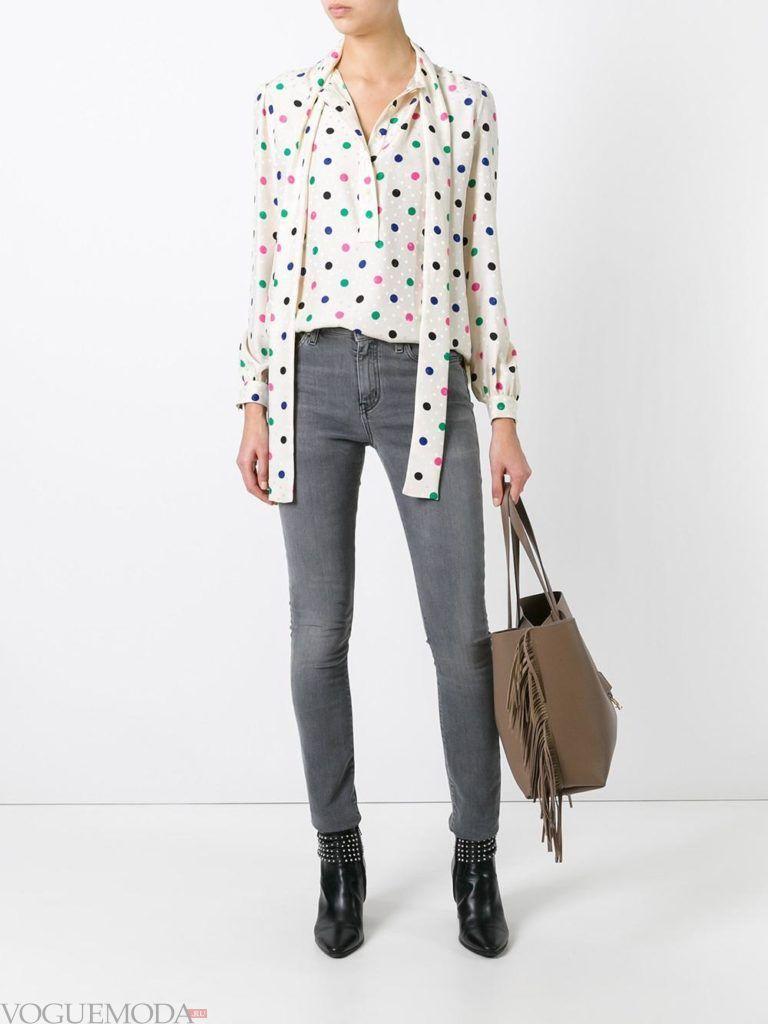 модные джинсы серого цвета