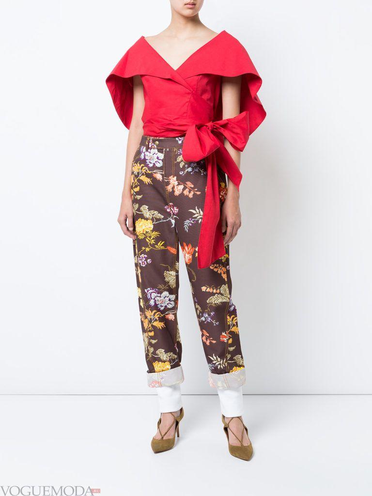 модная блуза красного цвета