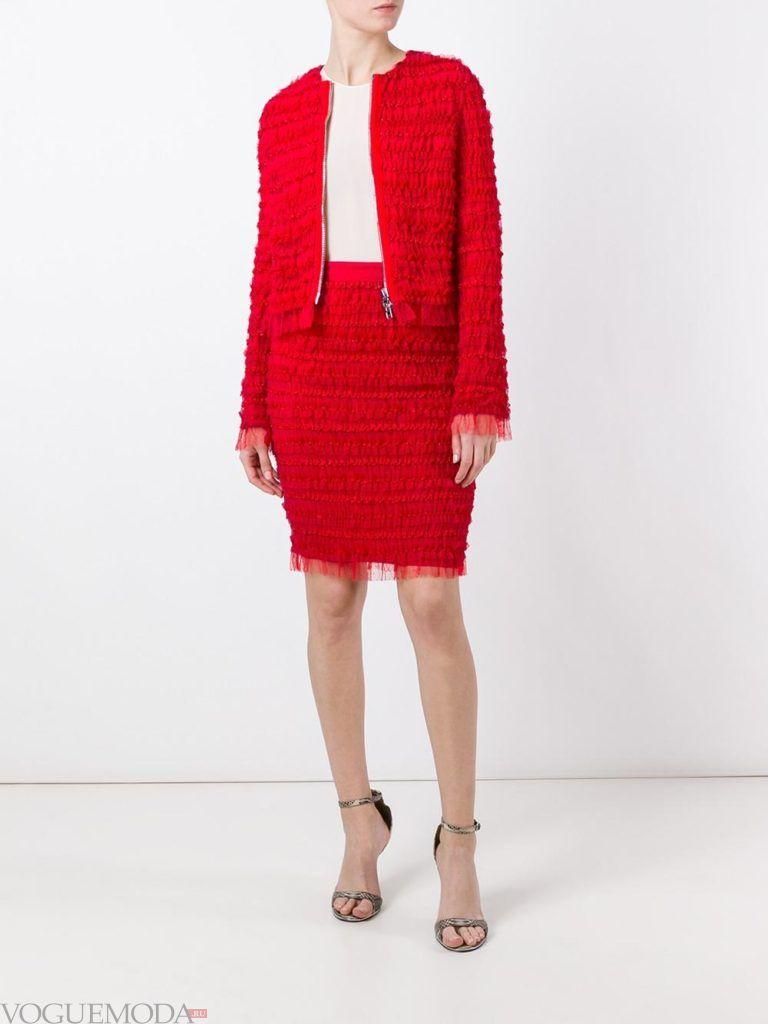 модный костюм красного цвета