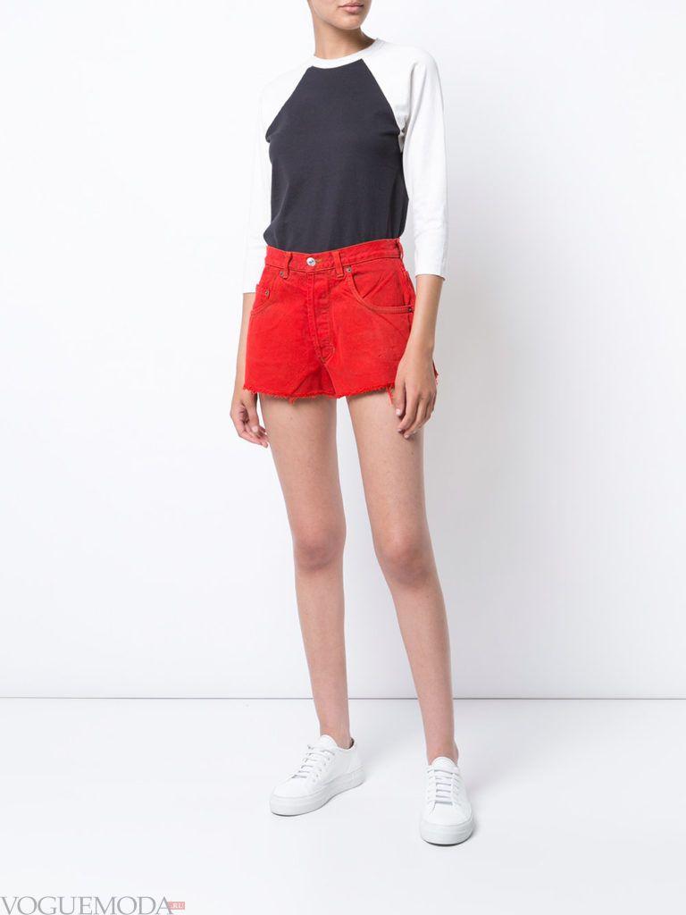 модные шорты красного цвета