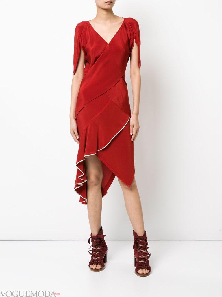 модное платье красного цвета