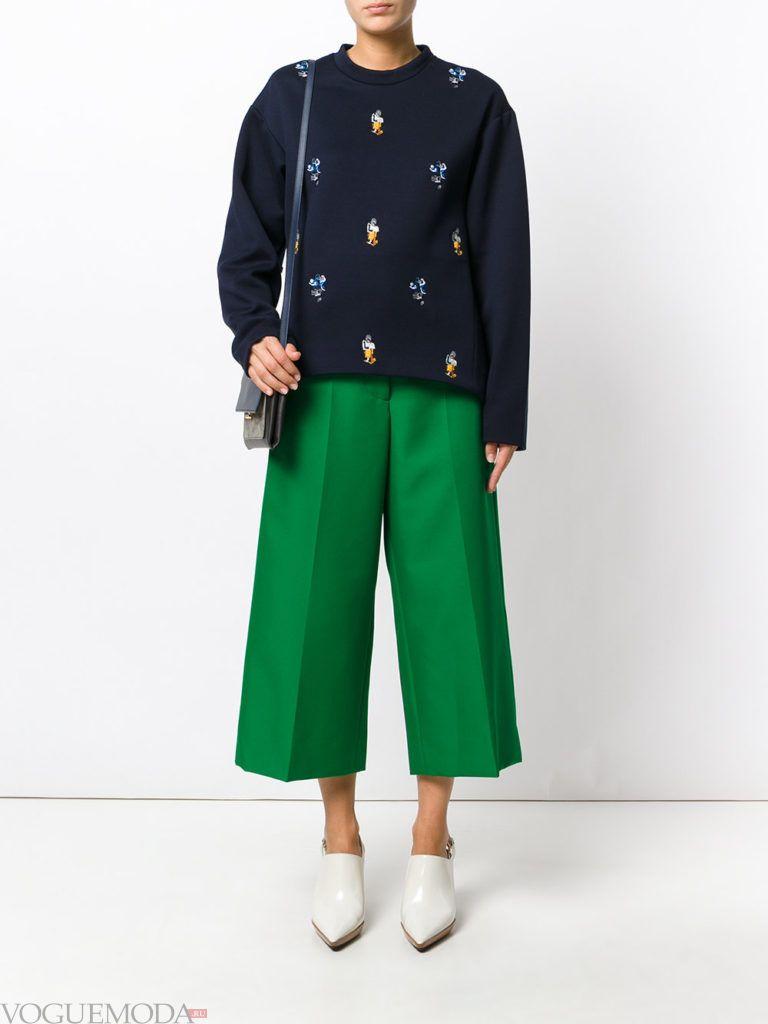 модные брюки зеленого цвета
