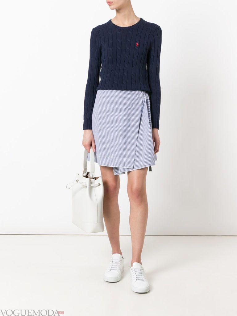 модные цвета в женской одежде осень зима 2020 2021: свитер прохладный синий оттенок