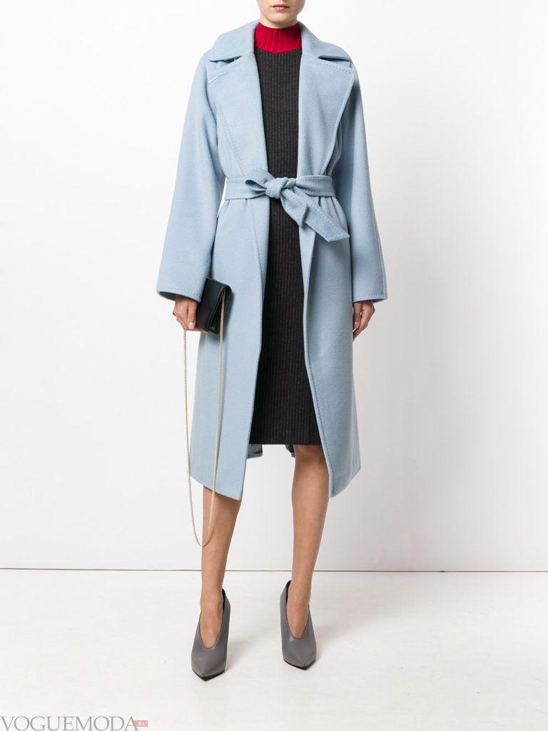 пальто воздушного голубого цвета