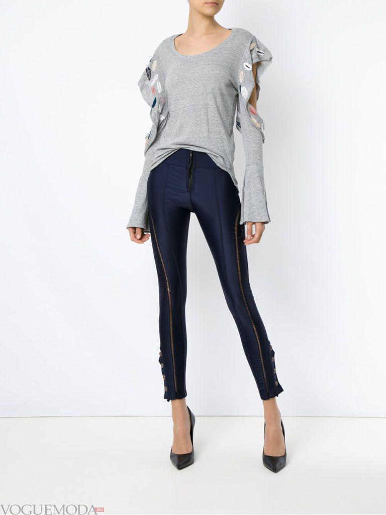 модные цвета в женской одежде осень зима 2020 2021: брюки прохладный синий оттенок