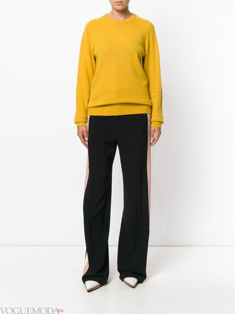 свитер цвета острая горчица