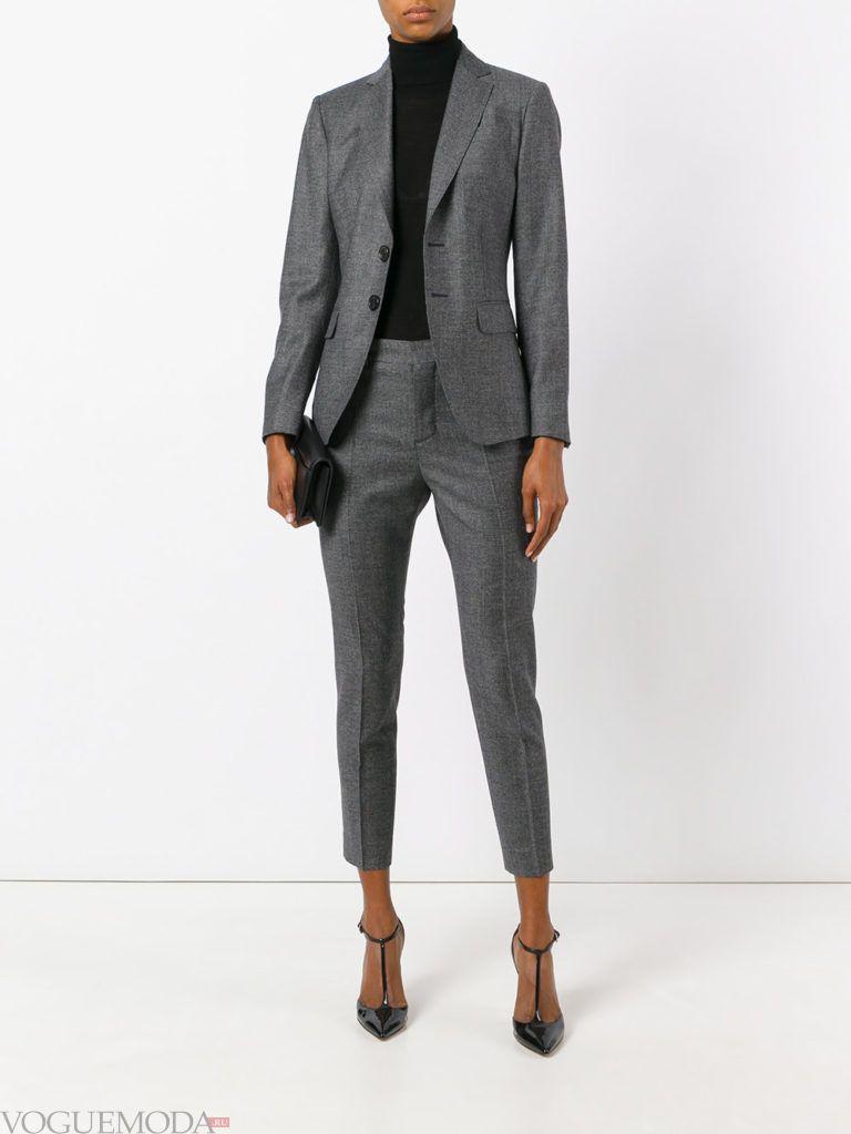 костюм цвета холодный серый