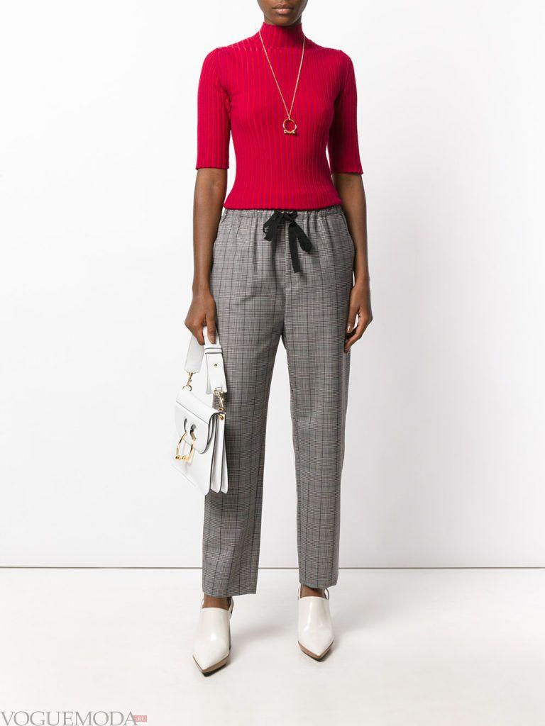 брюки цвета холодный серый