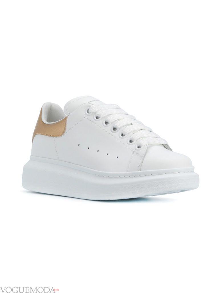 белые женские кроссовки на высокой подошве со шнурками