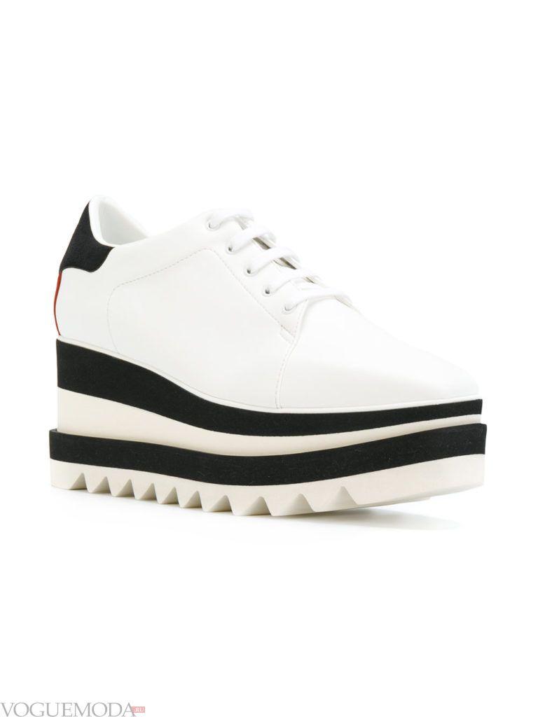 Белые женские кроссовки на высокой подошве с полосками