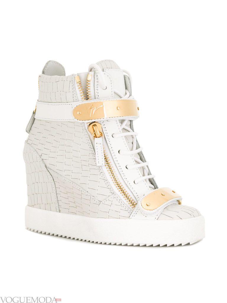 женские кроссовки «Сникерсы» с декором