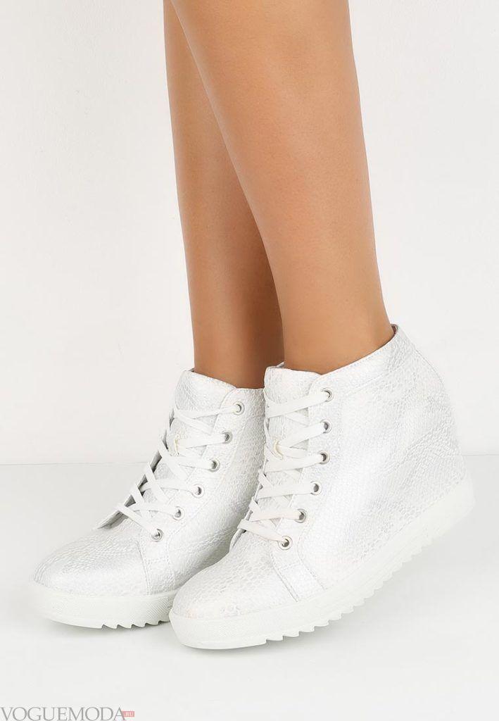 женские кроссовки «Сникерсы» модные