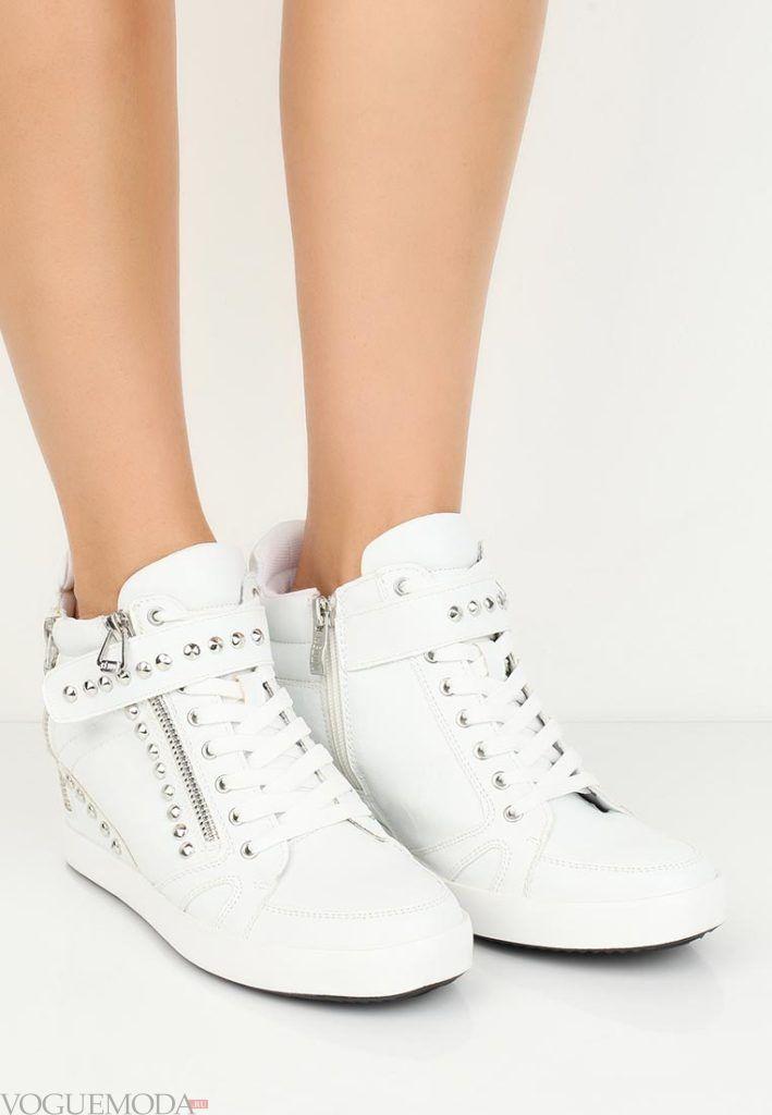 женские кроссовки «Сникерсы» со шнурками