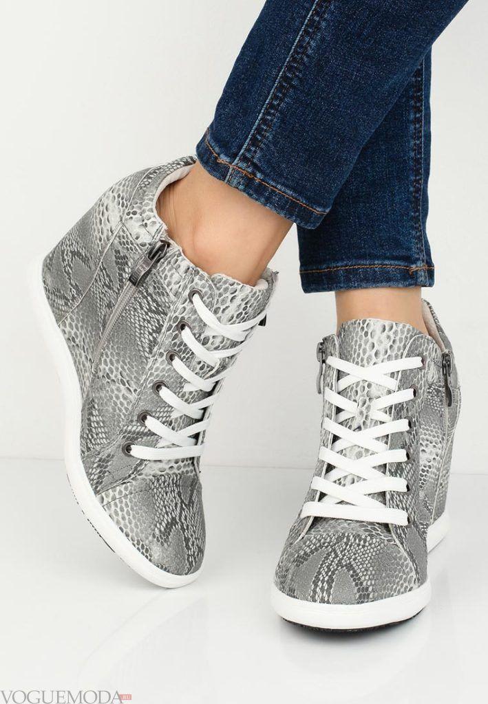 женские кроссовки «Сникерсы» с принтом