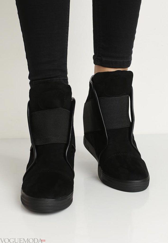 женские кроссовки «Сникерсы» замшевые