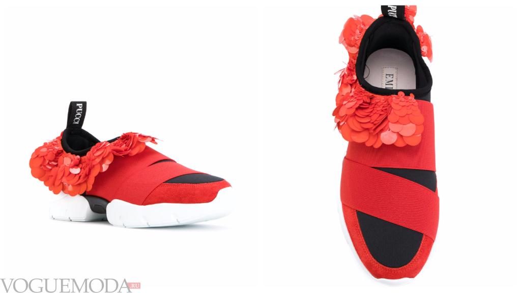 женские модные кроссовки красные