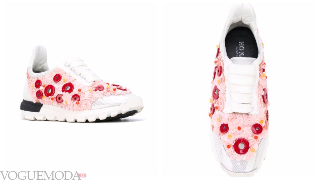 женские модные кроссовки в цветочек