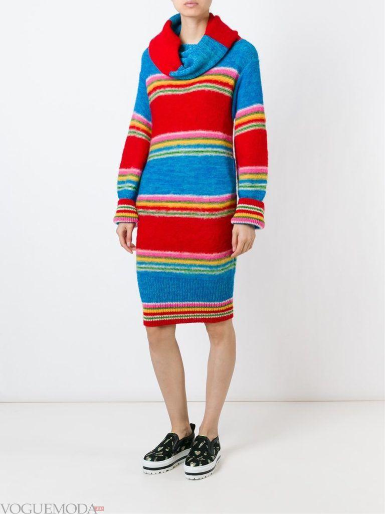 модный лук платье-свитер в полоску
