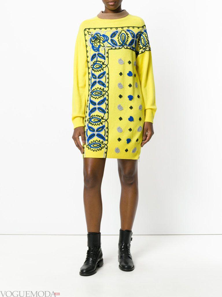 модный лук платье-свитер желтое