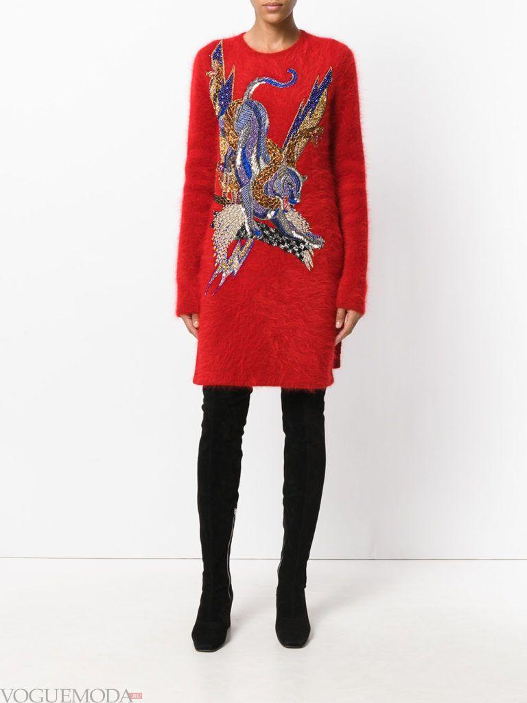модный лук платье-свитер красное