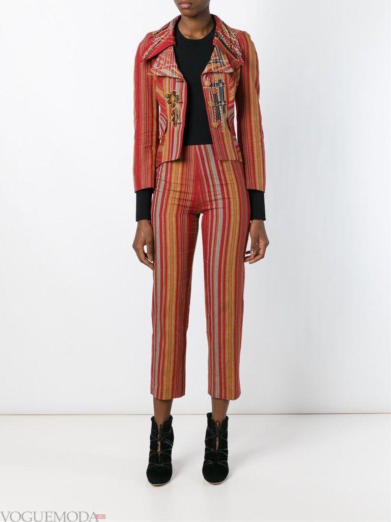 модный лук интригующий брючный костюм яркий