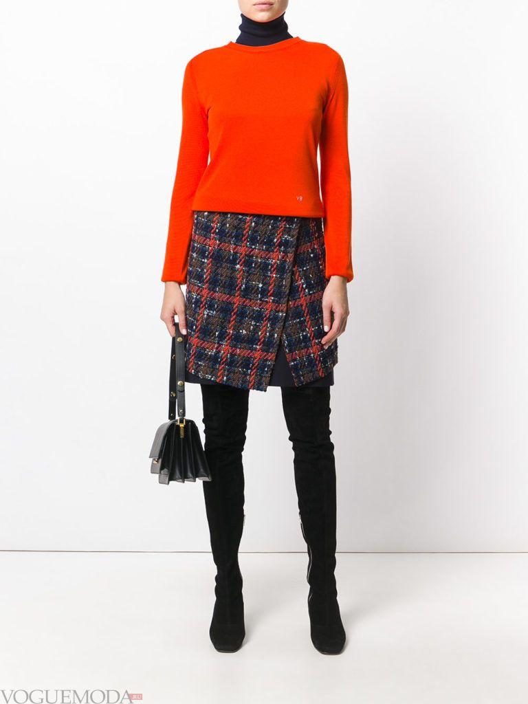 модный лук юбка в клетку с свитером