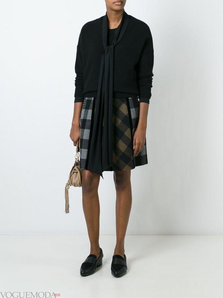 модный лук юбка в клетку с черным свитером