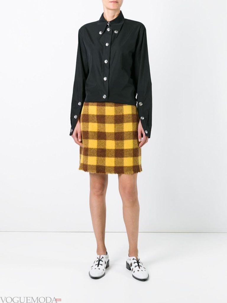 модный лук юбка в клетку желтая