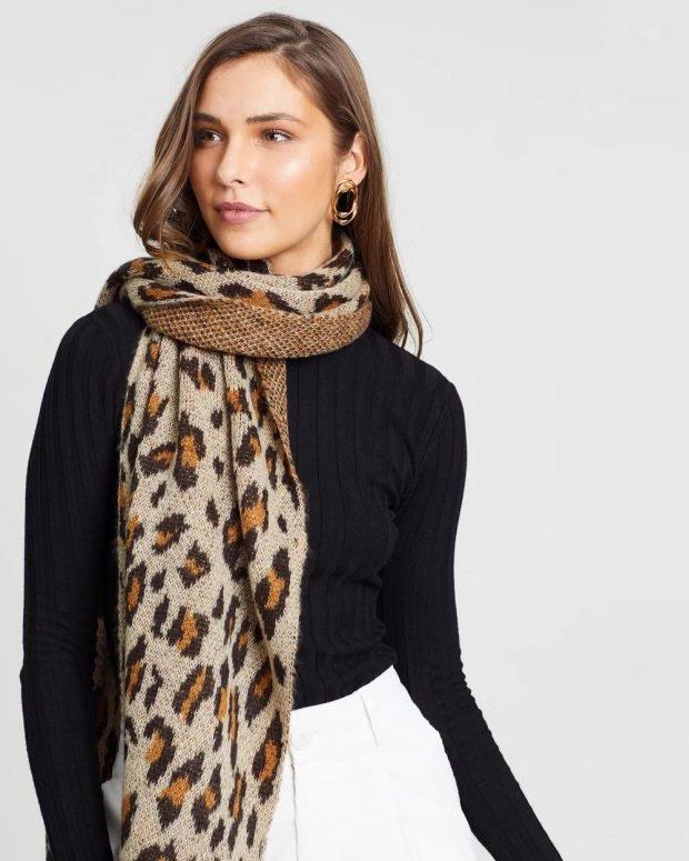 коричневый шарф с леопардовым принтом