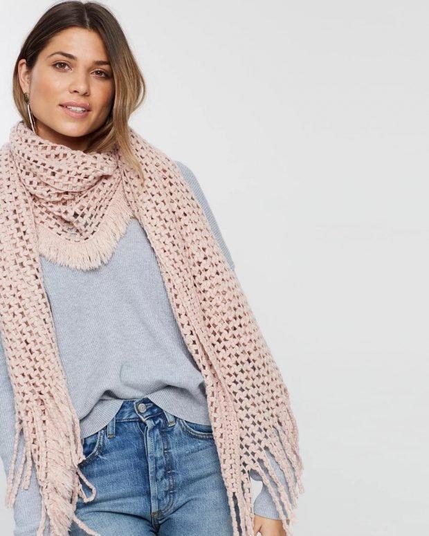 вязаный розовый шарф