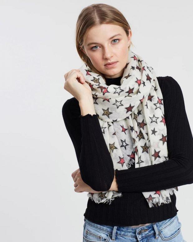 белый шарф с принтом звездочка