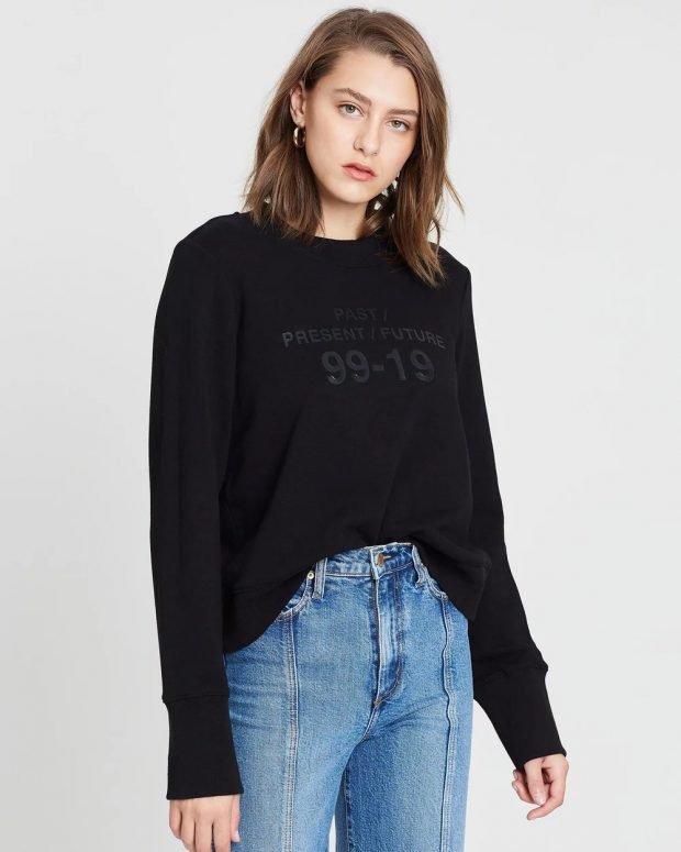 модные свитера 2019 2020: черный с надписью