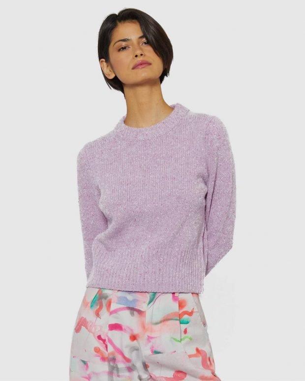 модные свитера: вязаный лиловый
