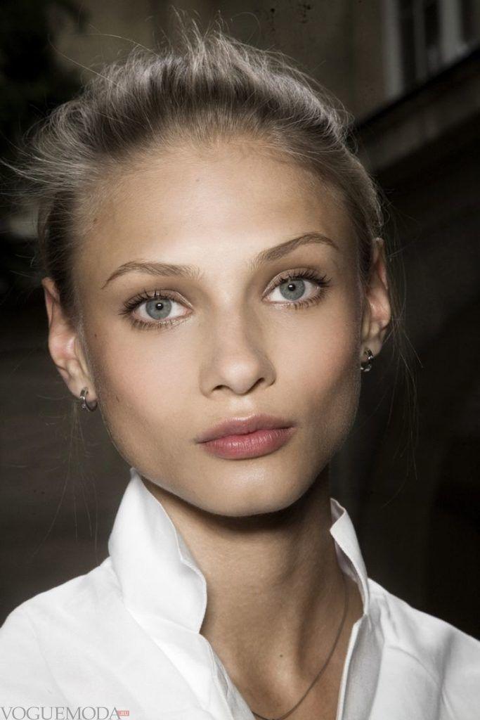макияж естественных бровей светлый