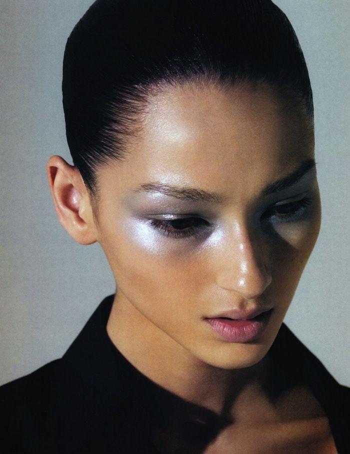 макияж глаз с эффектом металлик серый