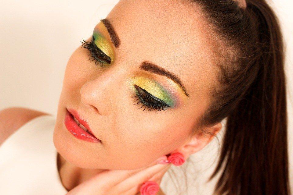 макияж глаз цвета радуги модный