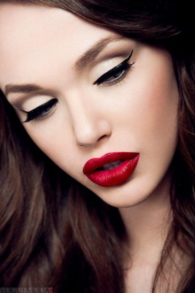 макияж губ красный модный