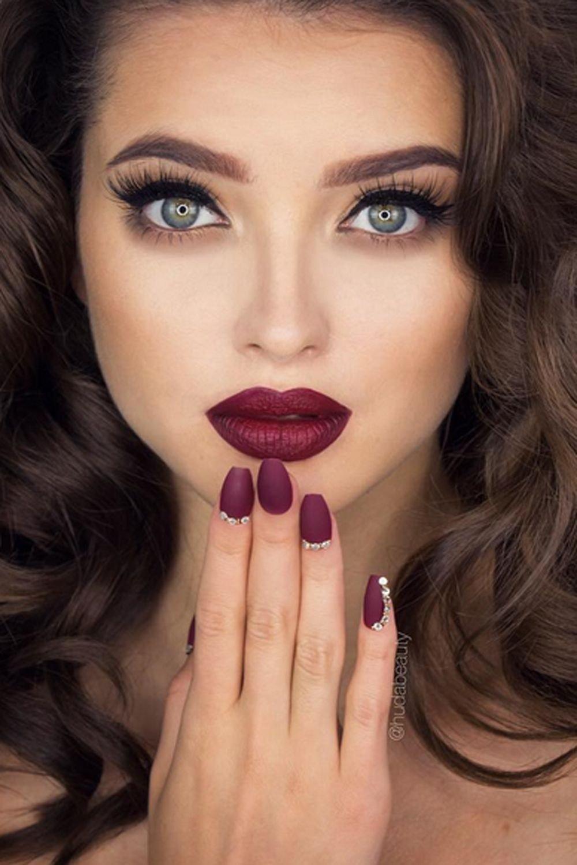 Помада винного оттенка макияж