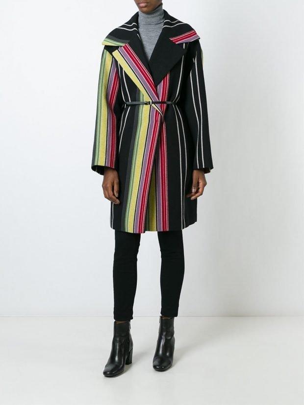пальто в цветную полоску