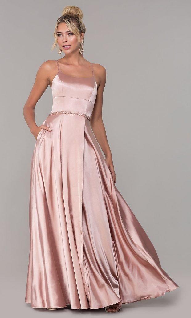 длинное светло-розовое на тонких лямках